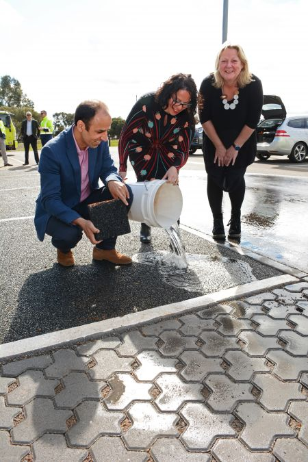 Mahdi Disfani Senior Lecturer in Geotechnical Engineering at the University of Melbourne, Lina Goodman, Tyre Stewardship Australia CEO and Mayor of the City of Mitcham Dr Heather Holmes-Ross at St Marys Park Permeable Paving Demonstration August 2019