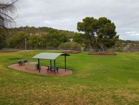 McElligotts - Playground & Shelter